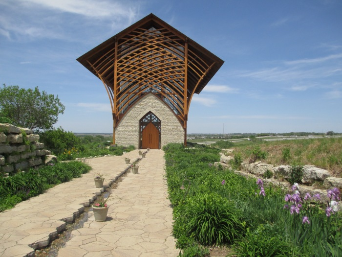 The shrine and the prairie